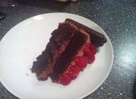 Torta  cioccolato frutta fetta