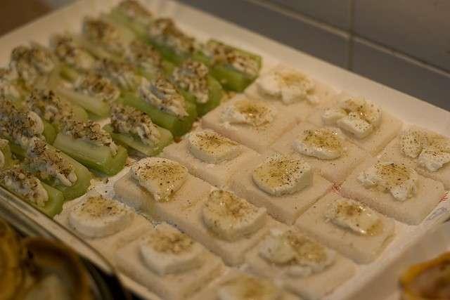 Barchette di sedano e formaggio