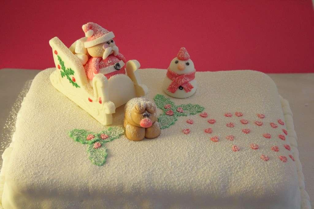 Torta di Natale con slitta in pasta di zucchero