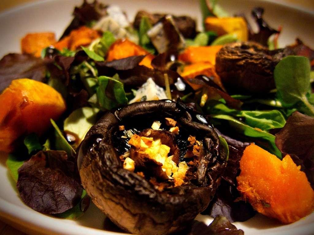 Antipasto con zucchina, funghi e gorgonzola