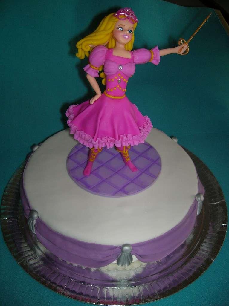 Bambola Barbie in cioccolato plastico come decorazione