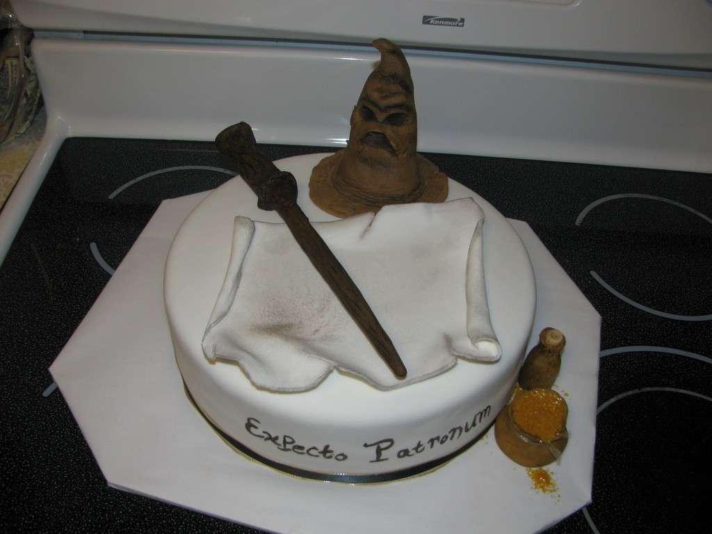 Cappello e bastone del mago come torta