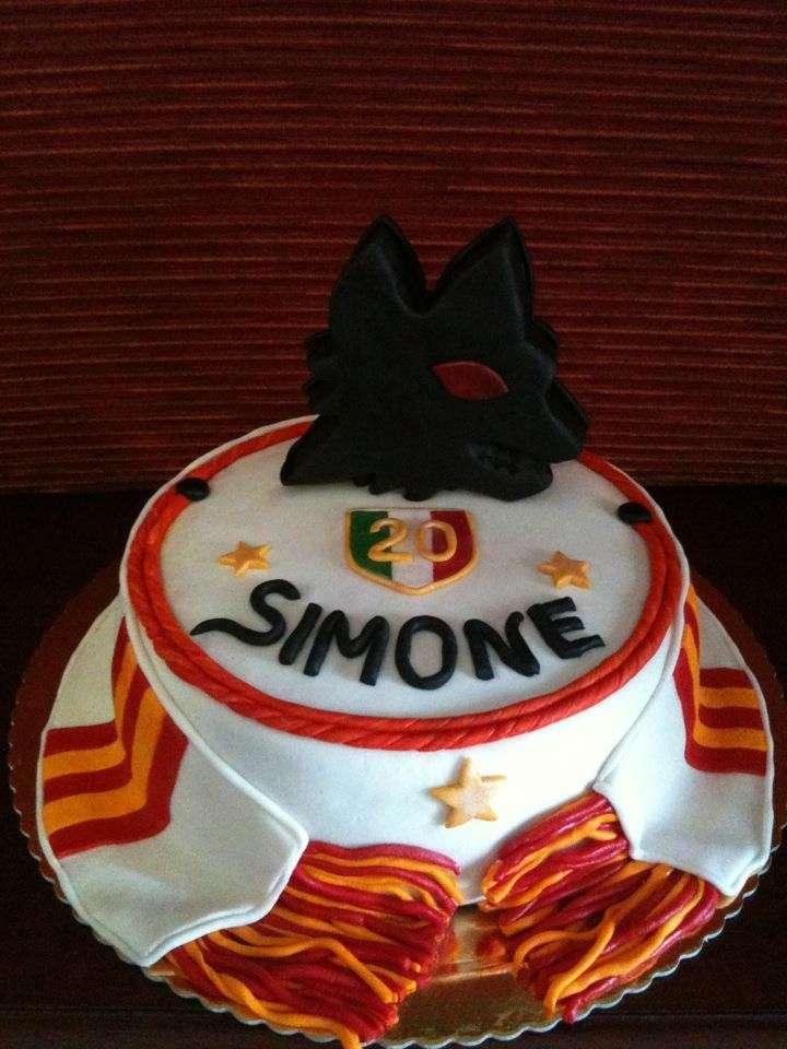 La torta della Roma con il simbolo del lupo