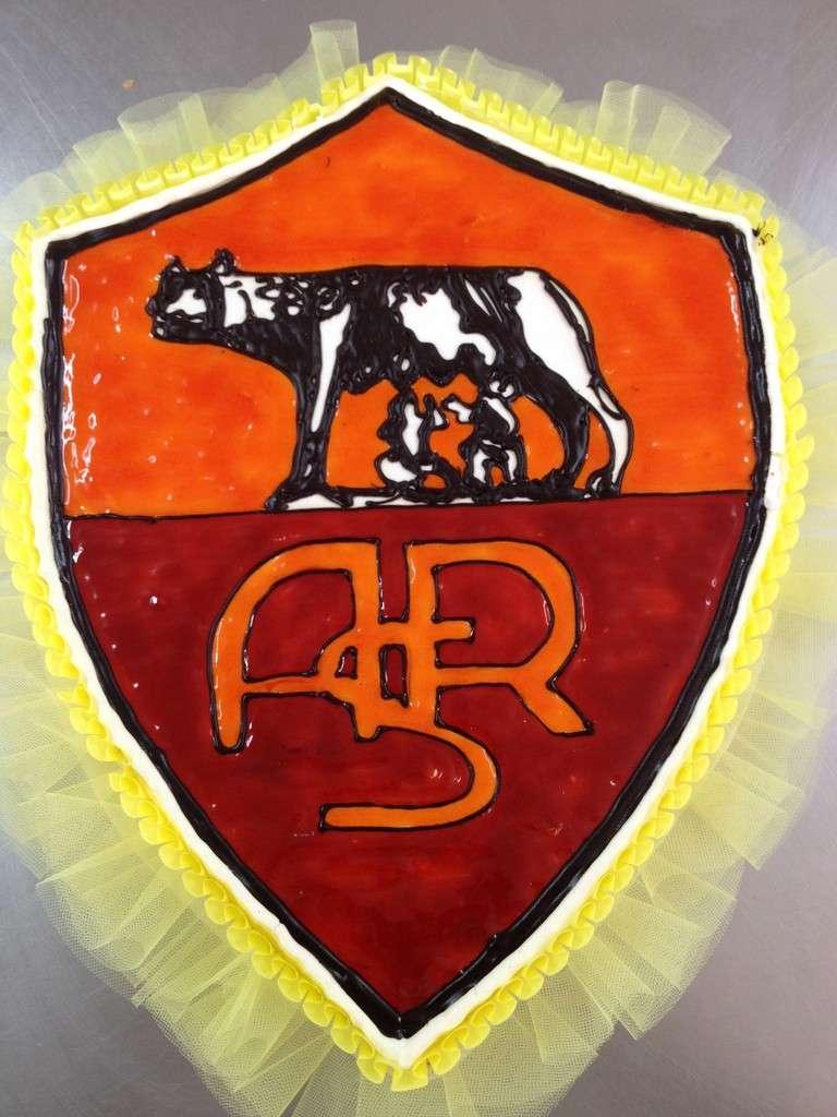 Lo stemma della Roma come torta