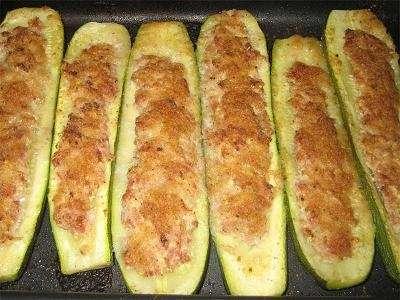 Zucchine ripiene di mollica di pane