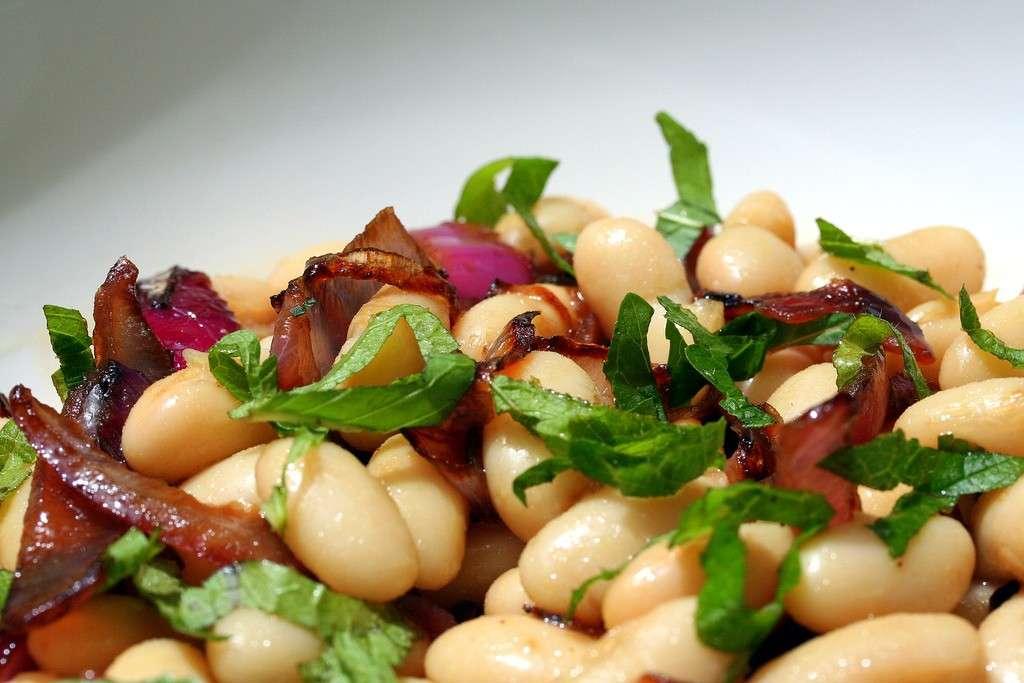Fagioli e cipolle caramellate ad insalata