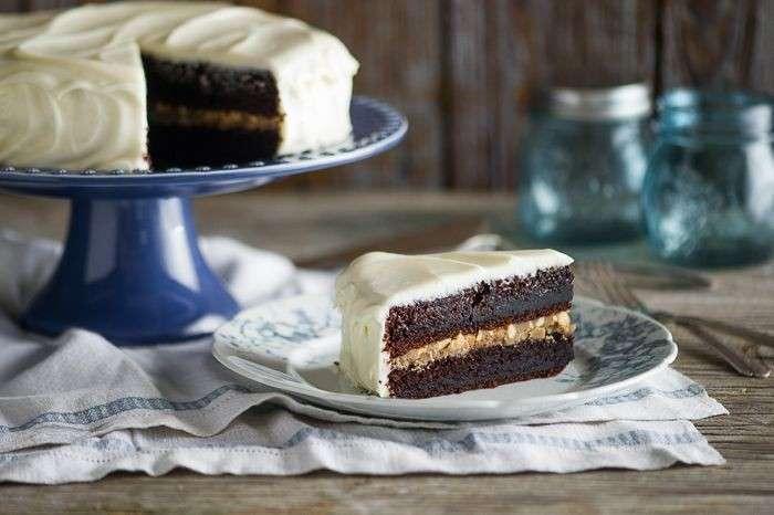 Torta magica al cioccolato con crema al burro