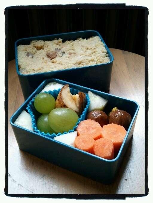 Cous cous, frutta e verdura per pranzo