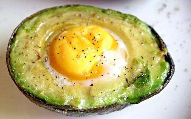Ricetta con uovo e avocado