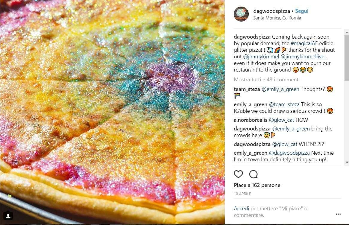 Glitter rosa e gialli sulla pizza