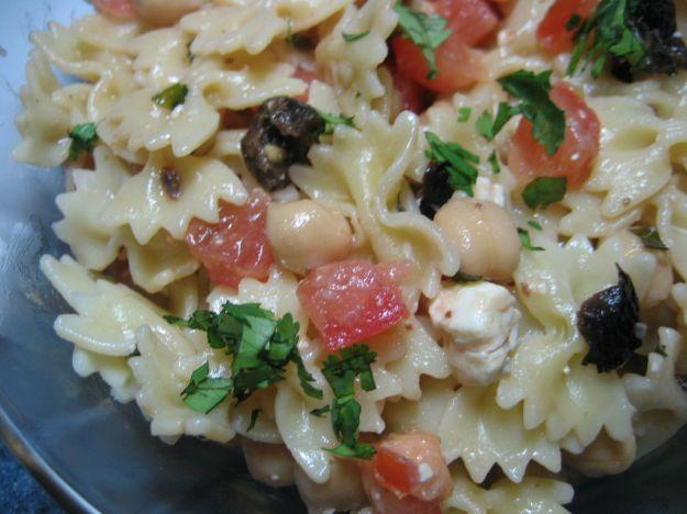 pasta con ceci pomodorini e olive