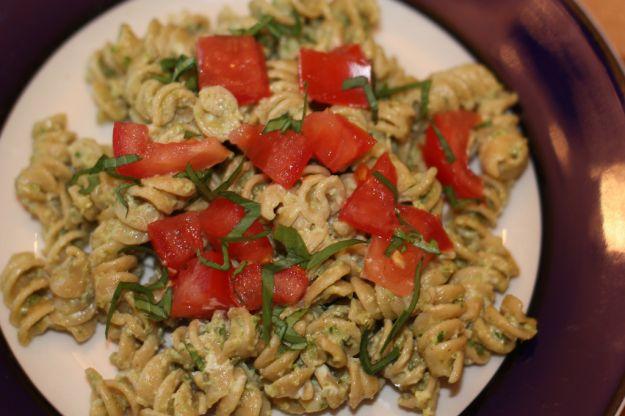 pasta con pesto pomodori e ricotta