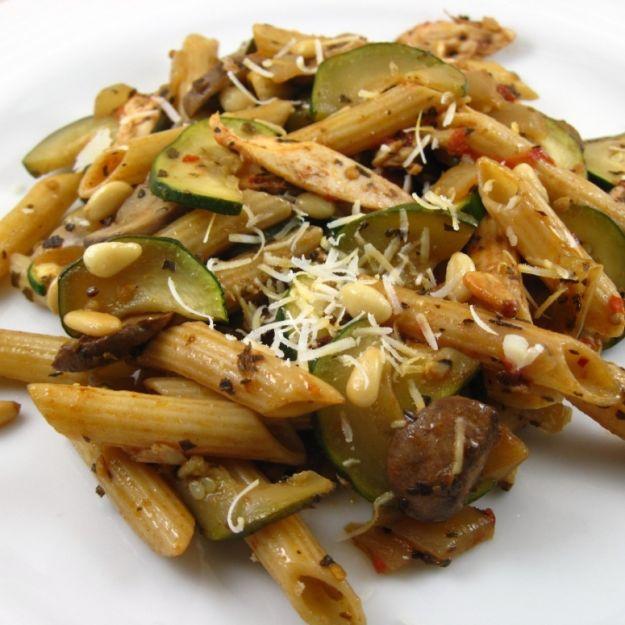 pasta con pollo funghi e zucchine