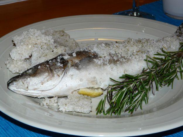 come preparare il pesce al sale in maniera facile e veloce ... - Come Si Cucina Il Pesce