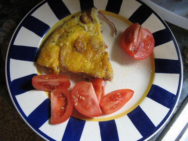 Frittata con wurstel e formaggio