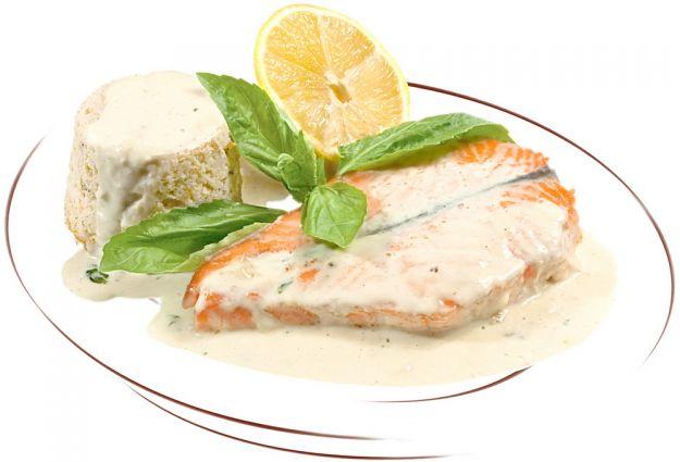 salmone con panna, basilico e paprika
