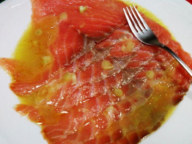 Salmone marinato con vinaigrette