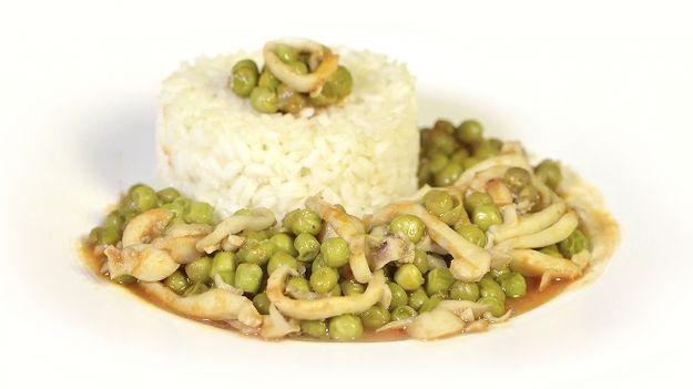 la prima ricetta di secondo piatto a base di seppie che viene in mente sicuramente seppie con piselli che potete preparare in versione light seguendo