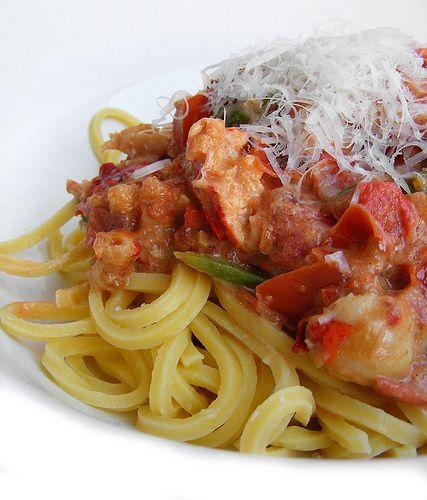 spaghetti alla chitarra con sugo di aragosta