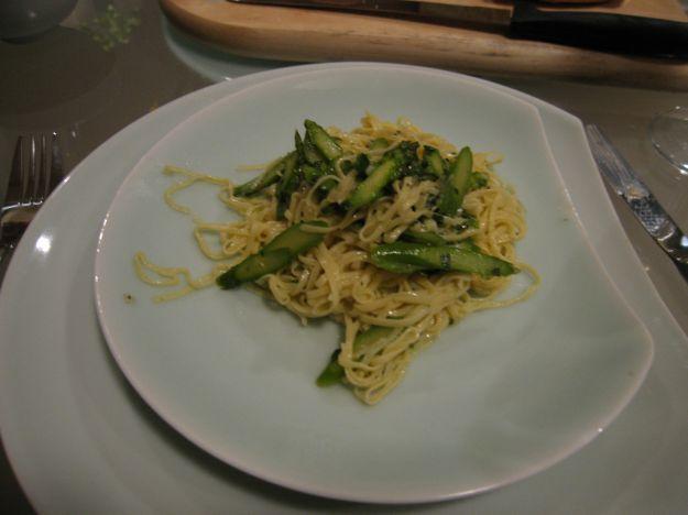 spaghetti con zucchine e asparagi