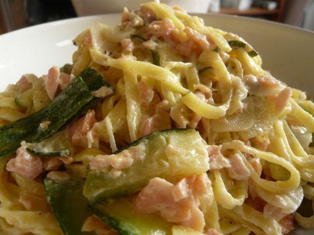 Salmon, zucchini and goat cheese pasta