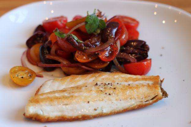 spigola con pomodorini e olive