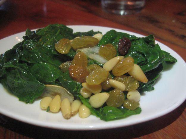 spinaci con uvetta e pinoli