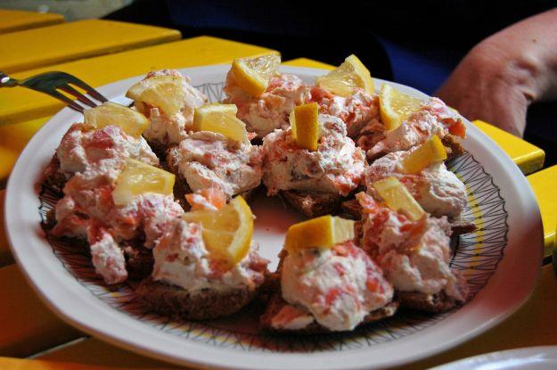 tartine al salmone e mascarpone