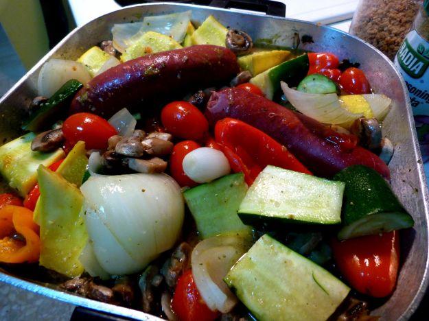 teglia di verdure estive e salsiccia