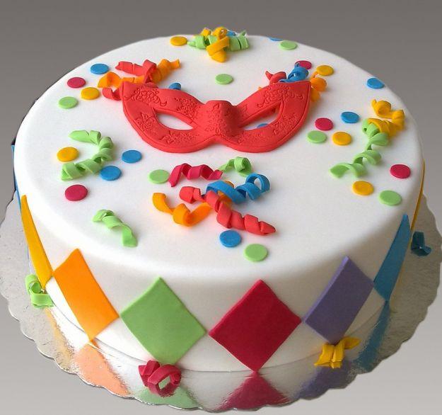 torta con mascherina