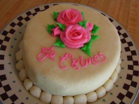torta decorazione pasta di mandorle