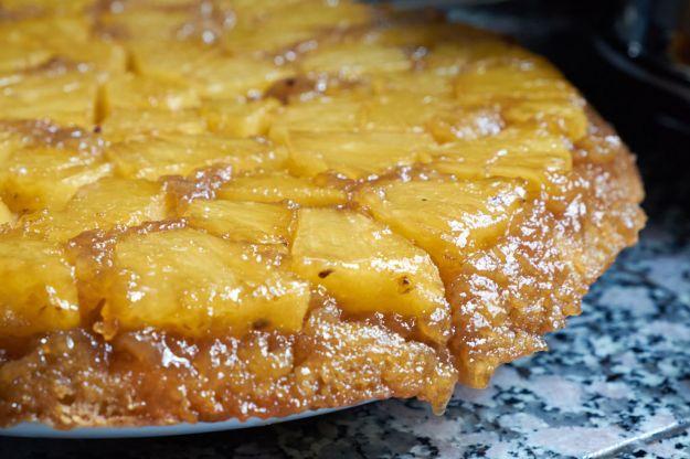 Torta di riso e ananas caramellato