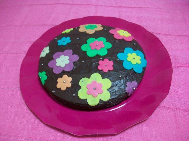 Torta fiorita con ovetti di cioccolato