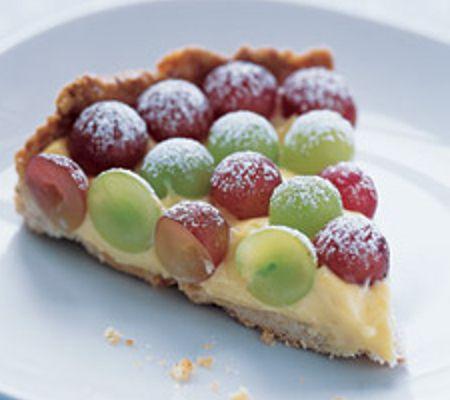 Torta all'uva con crema alla vaniglia
