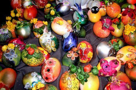 uova decorate con fiori