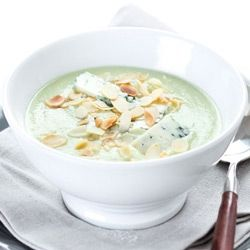 zuppa broccoli mandorle