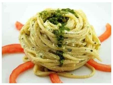 Spaghetti al pecorino romano e prezzemolo