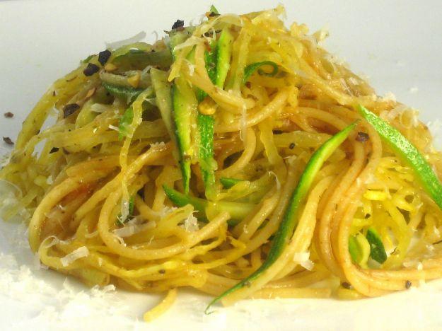 spaghetti con zucchine al profumo di limone