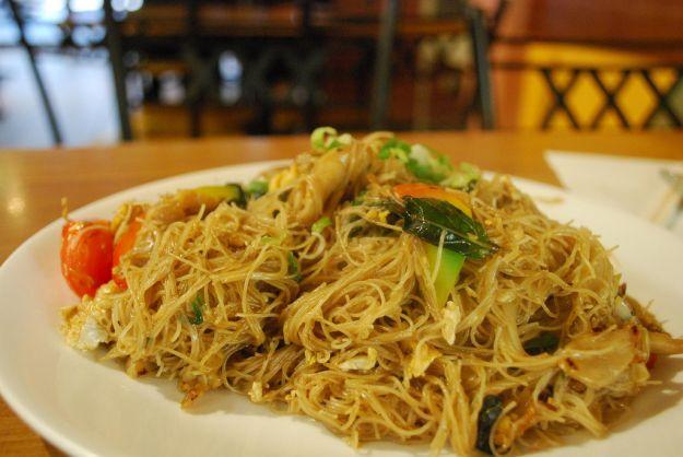 spaghetti di riso alla thailandese
