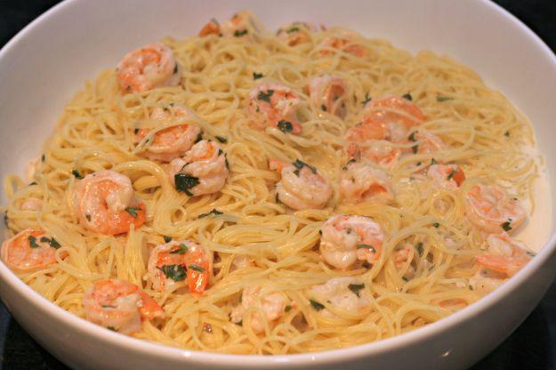 Spaghetti di soia con i gamberetti