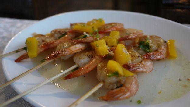 Spiedini di mare in salsa di carciofi