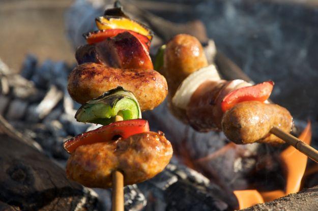 Spiedini di salsicce e peperoni