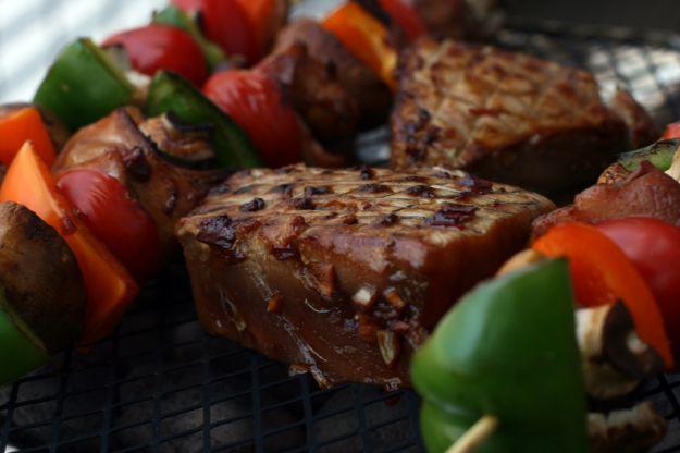 spiedini di tonno fresco e verdure