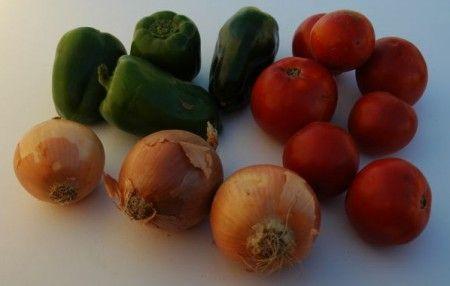 Tacchino tricolore con peperoni, pomodori e cipolle