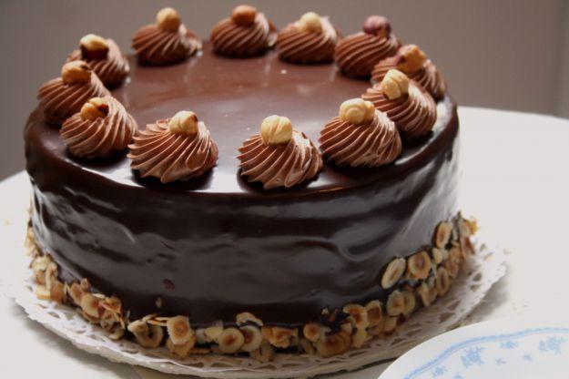 torta al cioccolato con nocciole