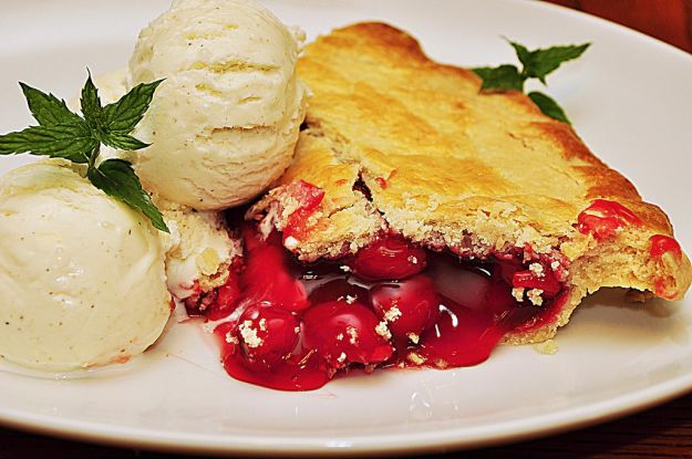 torta ciliegie con gelato