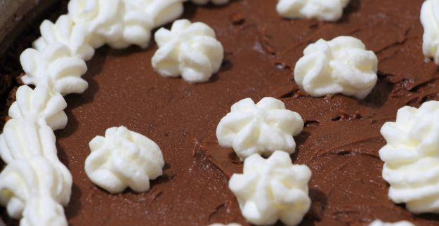 Torta meringata al cacao