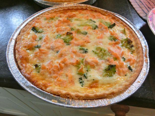 Torta salata con salmone e broccoli