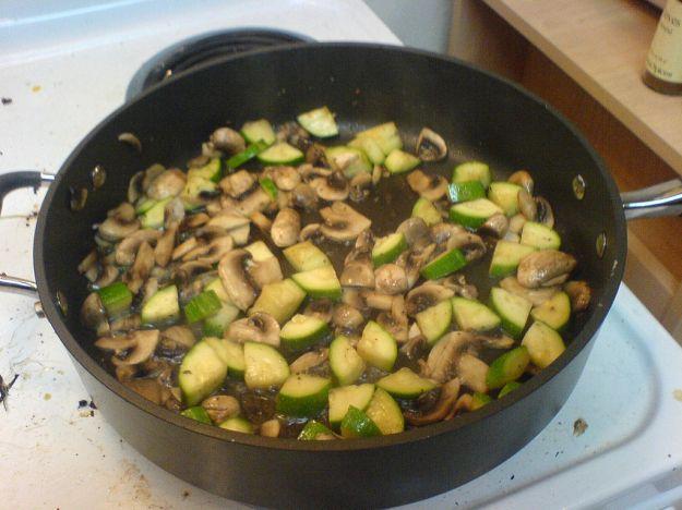 Contorno di zucchine e champignon