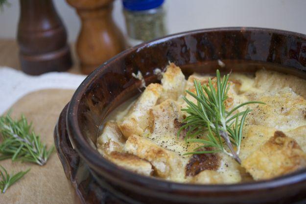 zuppa cipolle gratinate